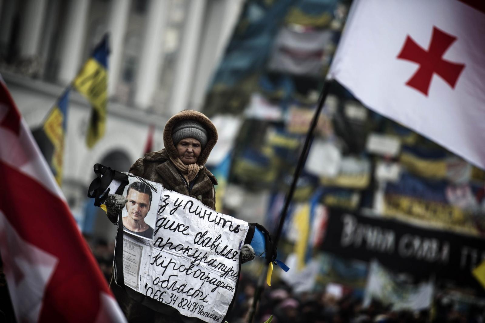 Art and Documentary Photography - Loading Behind_Kiev_s_barricades_101.jpg