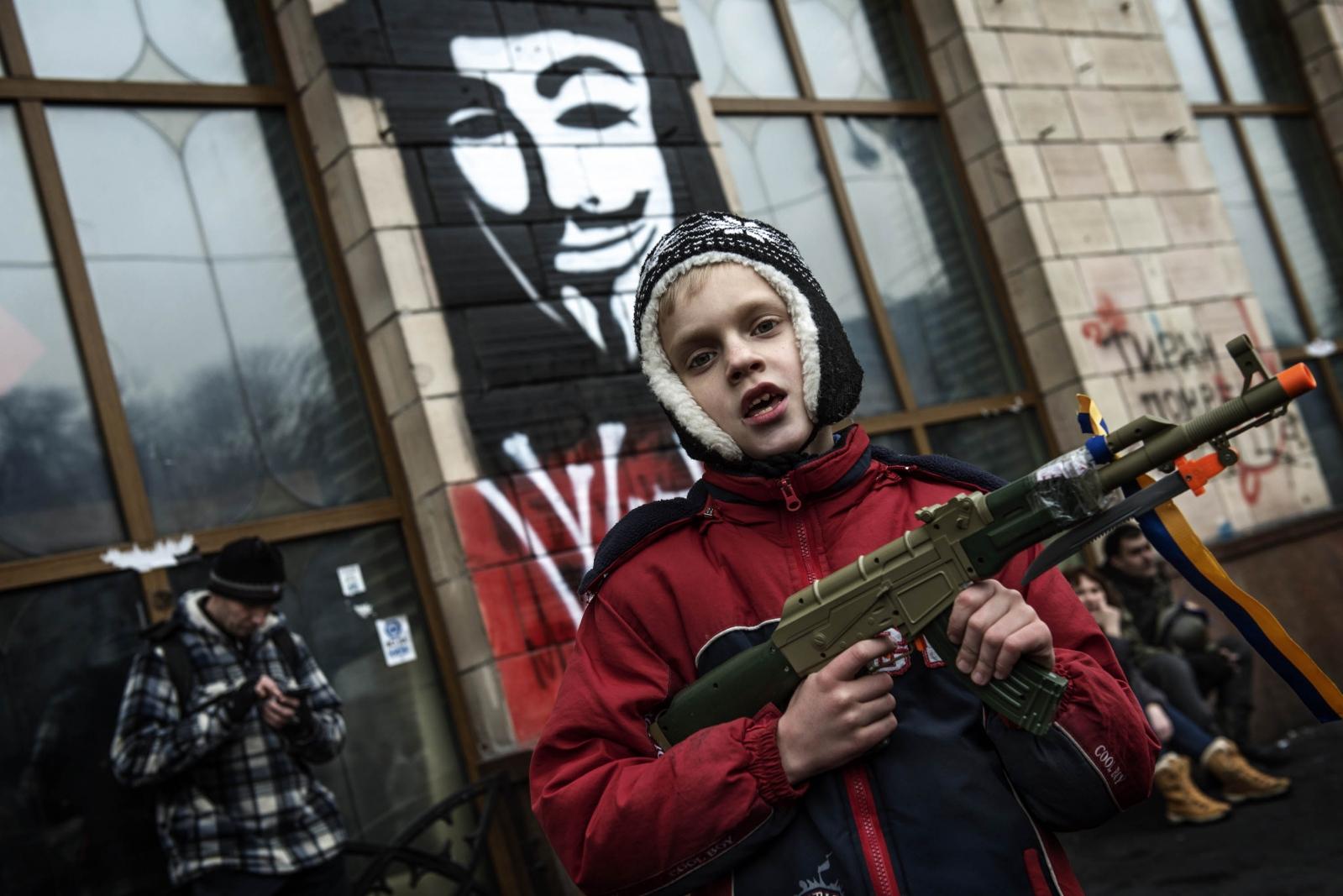 Art and Documentary Photography - Loading Behind_Kiev_s_barricades_103.jpg