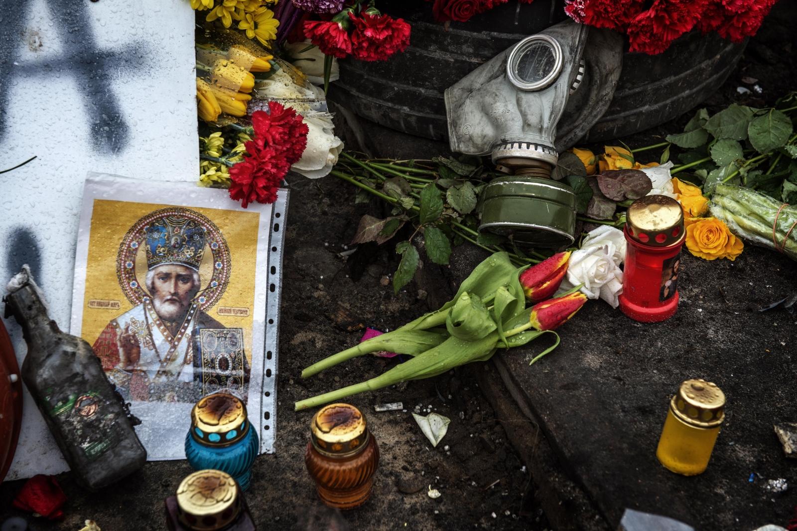 Art and Documentary Photography - Loading Behind_Kiev_s_barricades_41.jpg