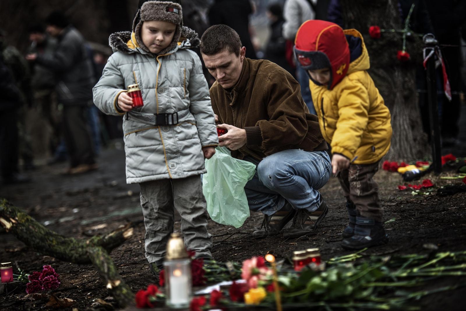 Art and Documentary Photography - Loading Behind_Kiev_s_barricades_43.jpg