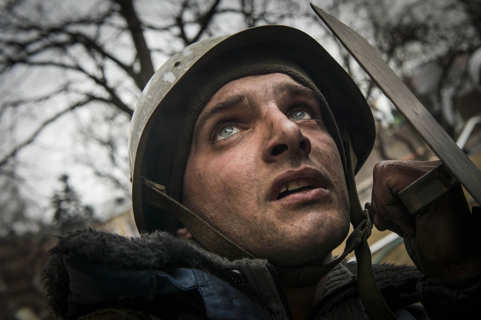 Art and Documentary Photography - Loading Behind_Kiev_s_barricades_063.jpg