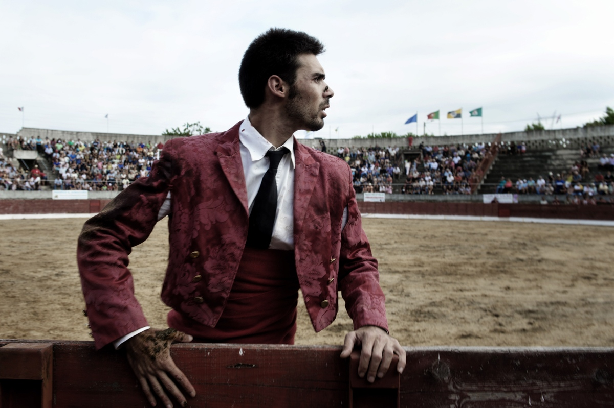 "Urros. A member of the forcados of Cascais leave the bullfight arena after a Pega (holding) of a bull. The forcados, a group of eight men, challenge the bull directly and without weapon of defence or protection. The front man provokes the bull into a charge to perform a pega de cara or pega de caras (""face grab""). The front man secures the animal's head and is quickly helped by his fellows who surround and secure the animal until the animal is subdued. he forcados groups are composed by voluteers, the group receive around 600 euros per show that are used to pay the health insurance."