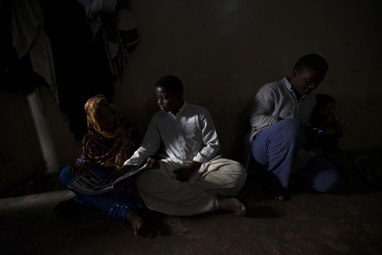 Art and Documentary Photography - Loading Sidi_SouthAsia07.JPG