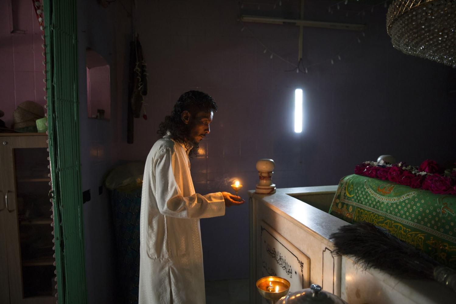 Art and Documentary Photography - Loading Sidi_SouthAsia37.JPG