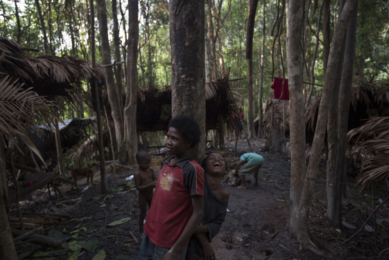 Maniq children play in their current settlement. In a few weeks they will move on. Satun - September 2016