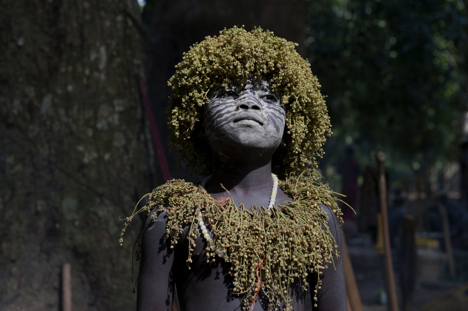 Art and Documentary Photography - Loading jarawa_beilvert_flower_necklace_boy.jpg