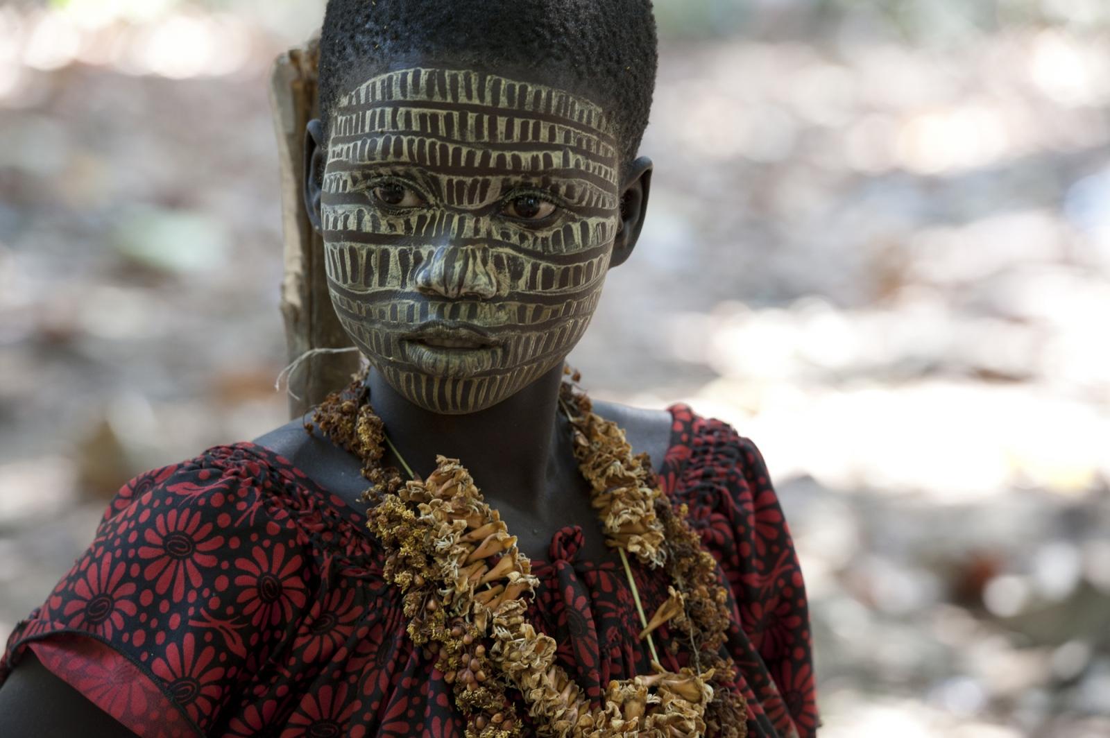 Art and Documentary Photography - Loading jarawa_beilvert_etalay_and_her_make-up.jpg