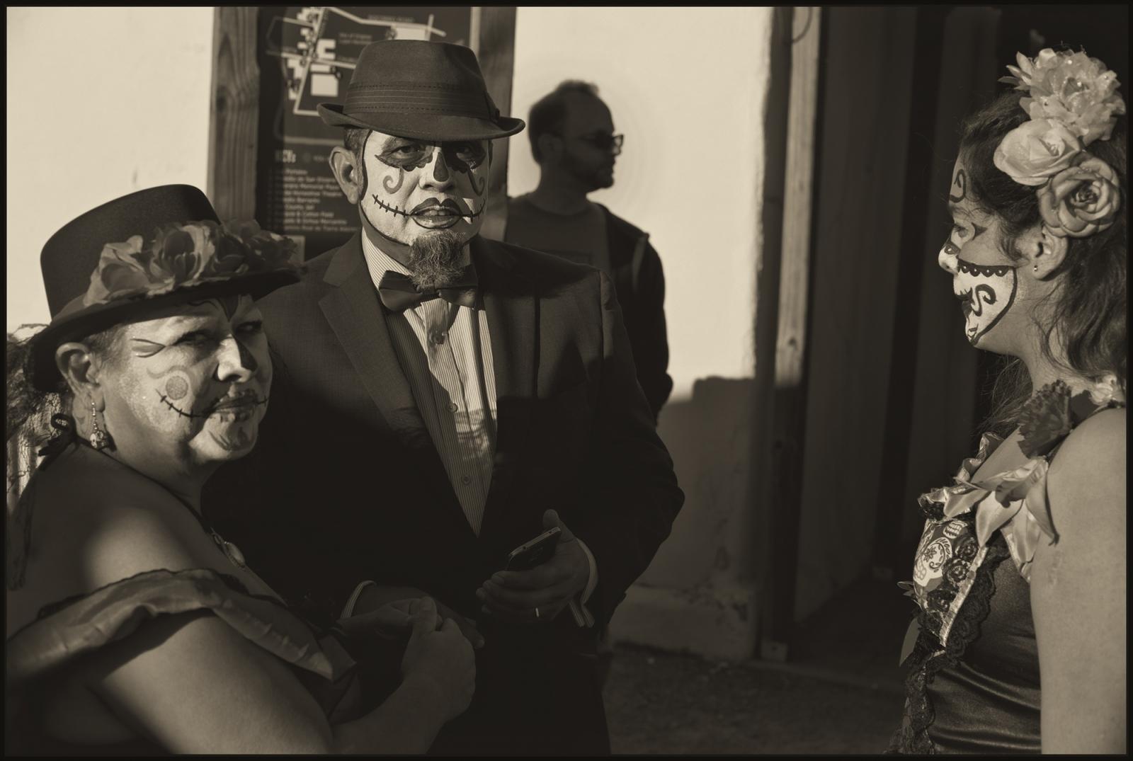 Art and Documentary Photography - Loading Dia_de.los_Muertos_TX_Elizario.v5.PLT.jpg