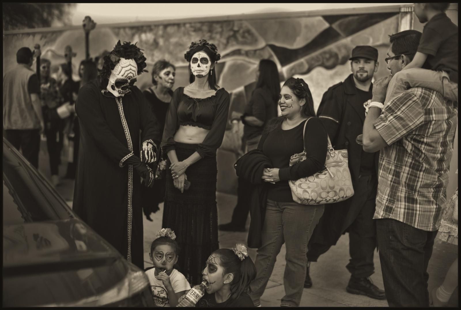 Art and Documentary Photography - Loading DIa.de.los.Muertos.TUS_Familia.v1PLT.jpg