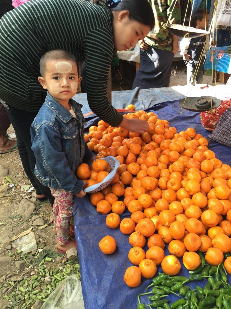 Art and Documentary Photography - Loading 20150214_Burma_2015_0191.jpg