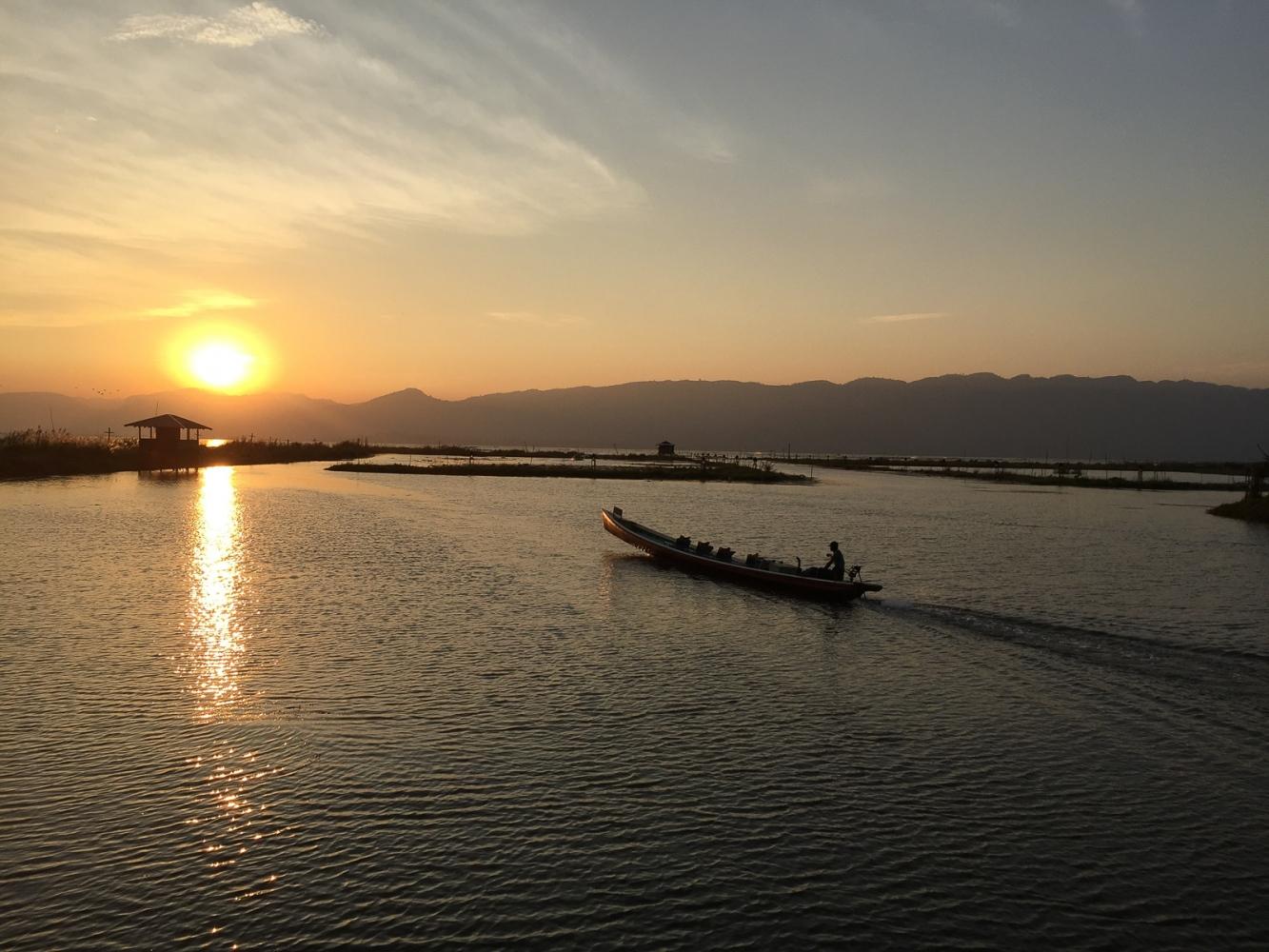 Art and Documentary Photography - Loading 20150212_Burma_2015_0155.jpg