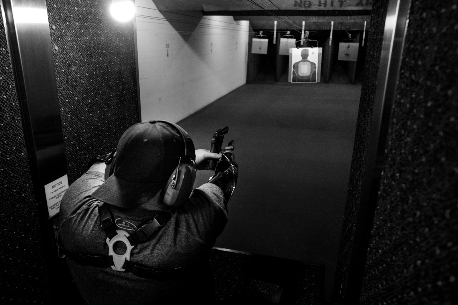 Lake Ozark, Missouri, Usa, 2016. Todd Nicely, practicing with his revolver at the shooting range.