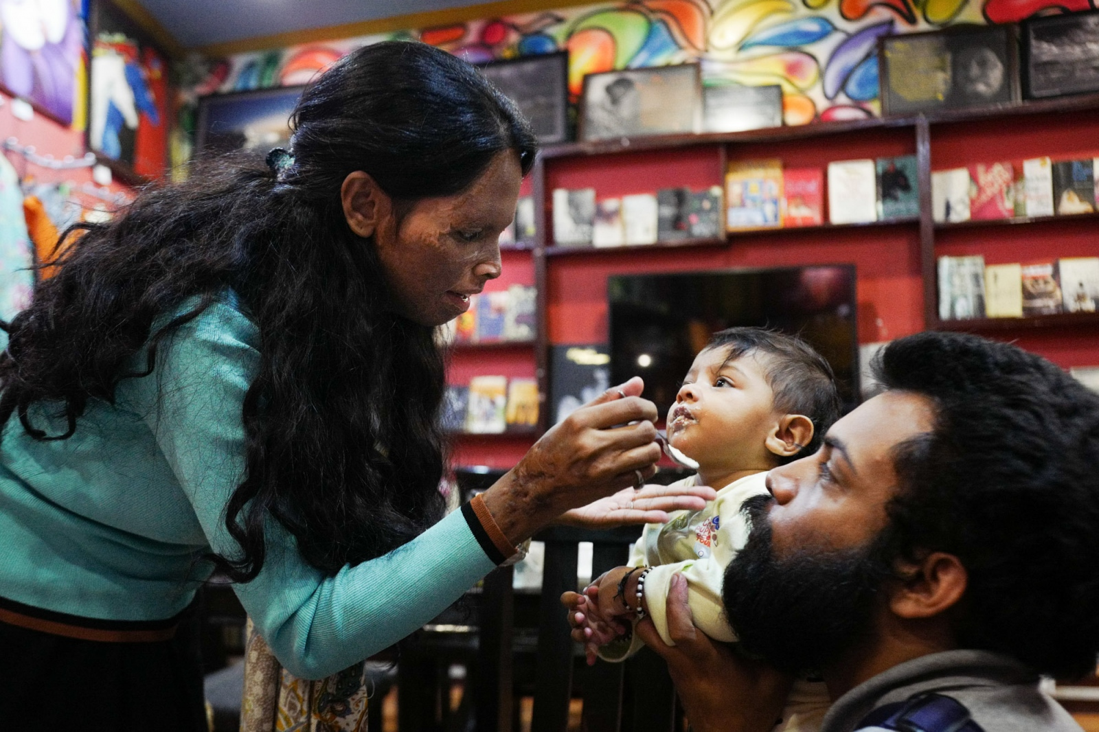 "Agra, Uttar Pradesh, 29 october 2015. Laxsmi, testimonial of the campaign ""Stop Acid Attacks"", with her husband Alok, founder of the same Ngo. They are feeding Pihu, their child born in july 2015."