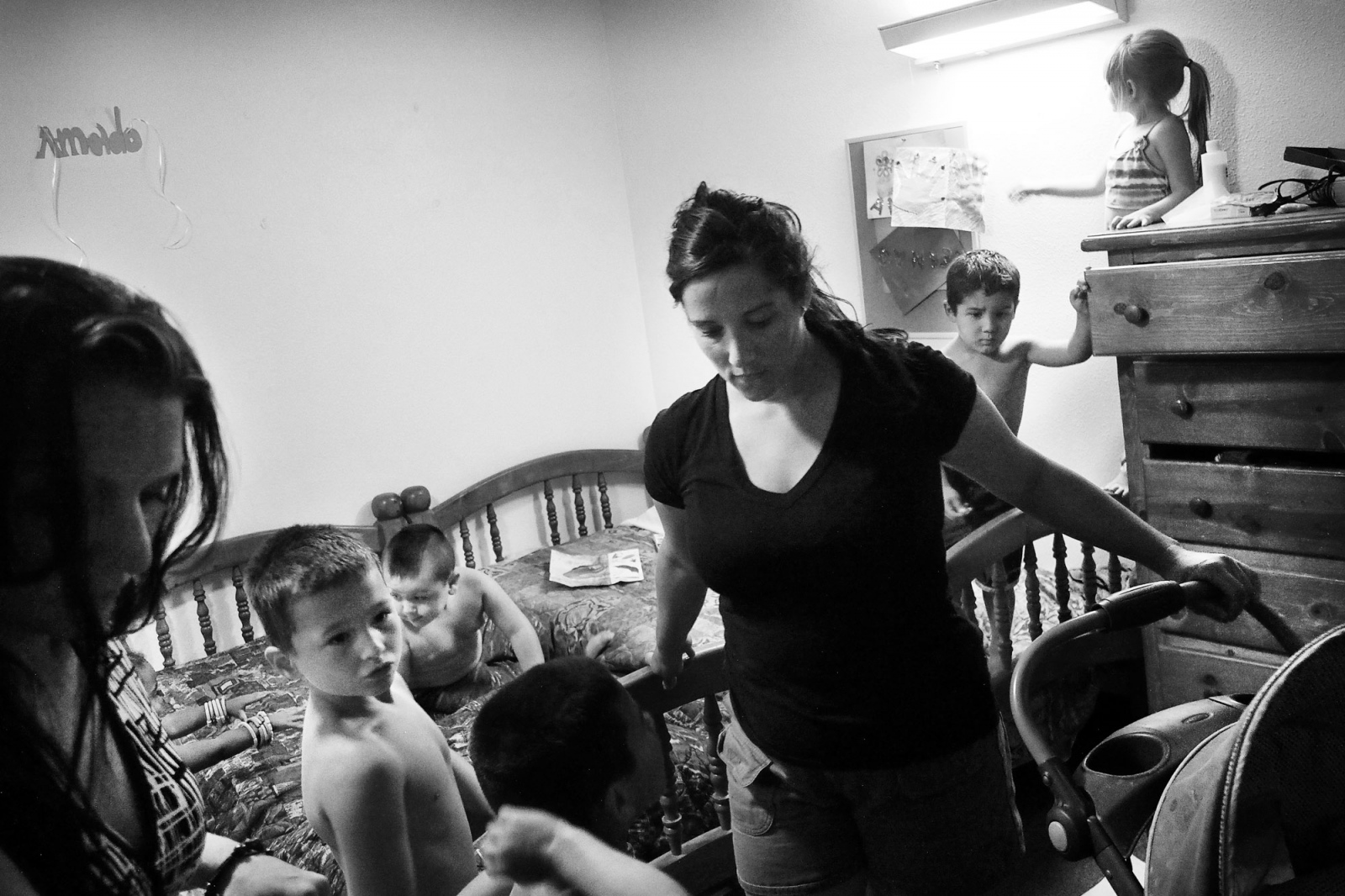 Fresno, California, 2013 In a room of the West Care clinic, two women look after their children. One of the main effects of Crystal Meth use is loss of sexual inhibitions, this has resulted in a high number of births among users of the drug. When the social services find out that the parents are drug users the CPS procedure for child protection is immediately taken into effect and the children get taken into care. This one of the main reasons that pushes drug addict mothers to go on the rehabilitation programme.