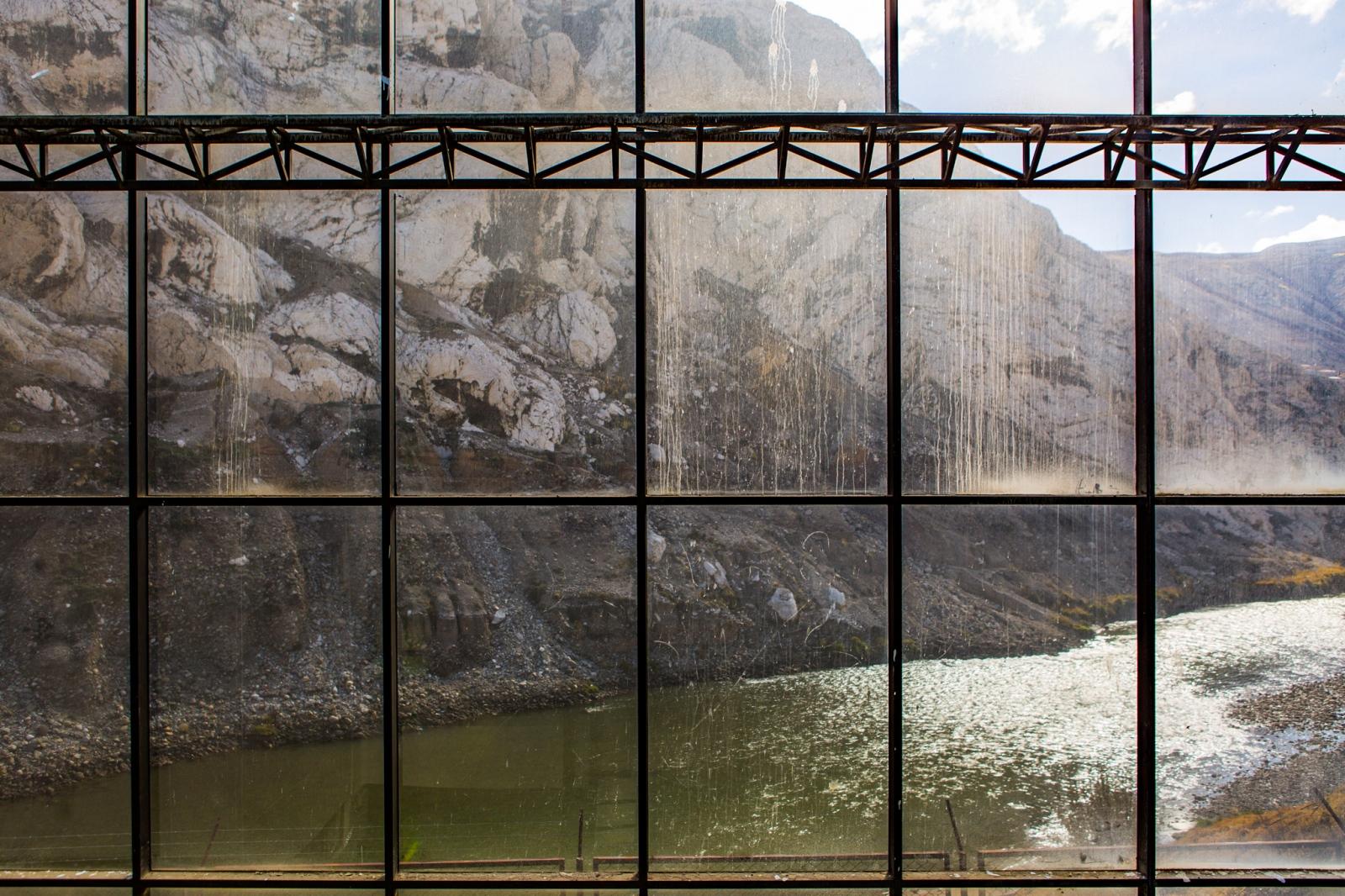 Art and Documentary Photography - Loading MiningPeru004.jpg