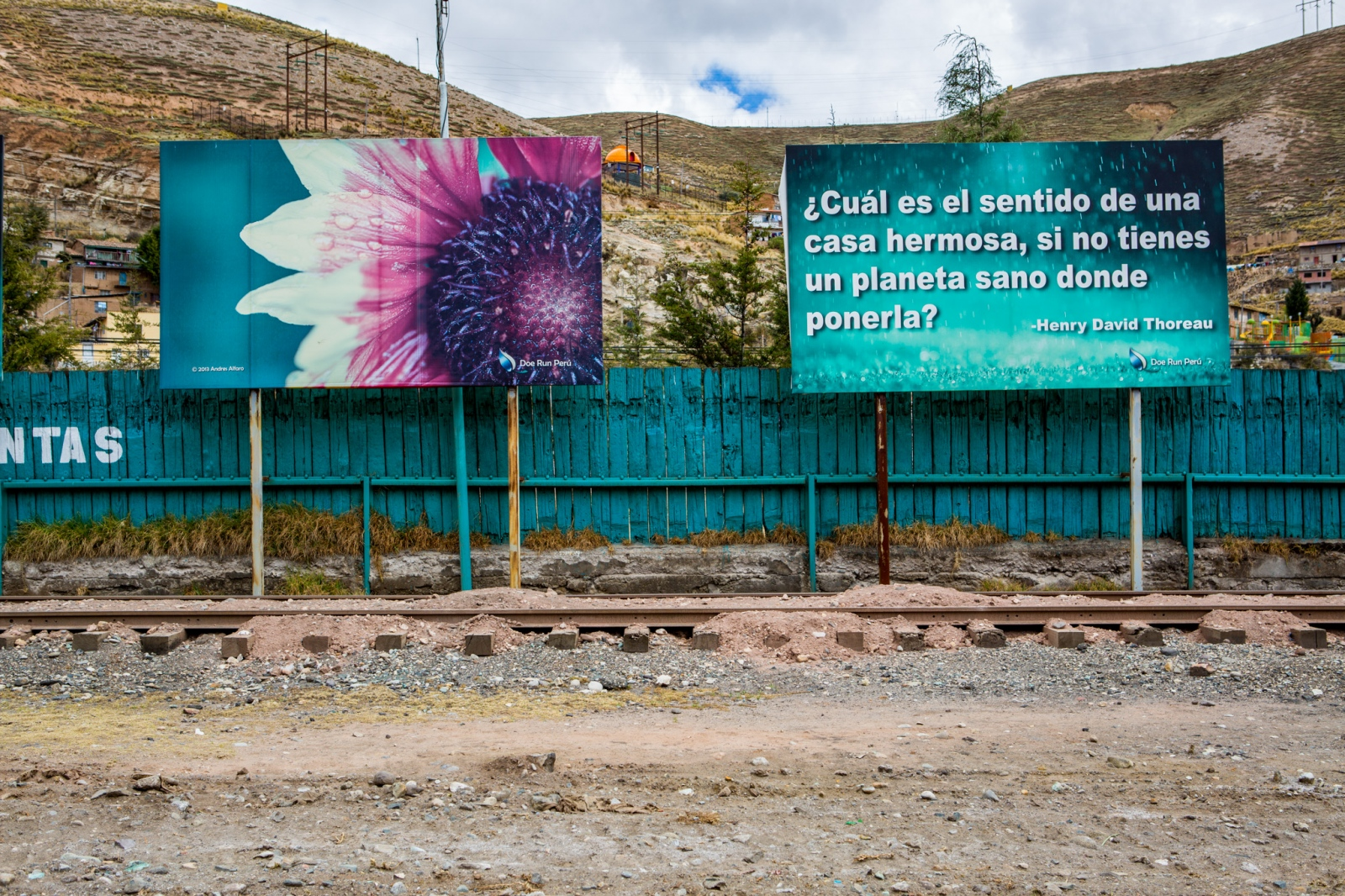 Art and Documentary Photography - Loading MiningPeru009.jpg