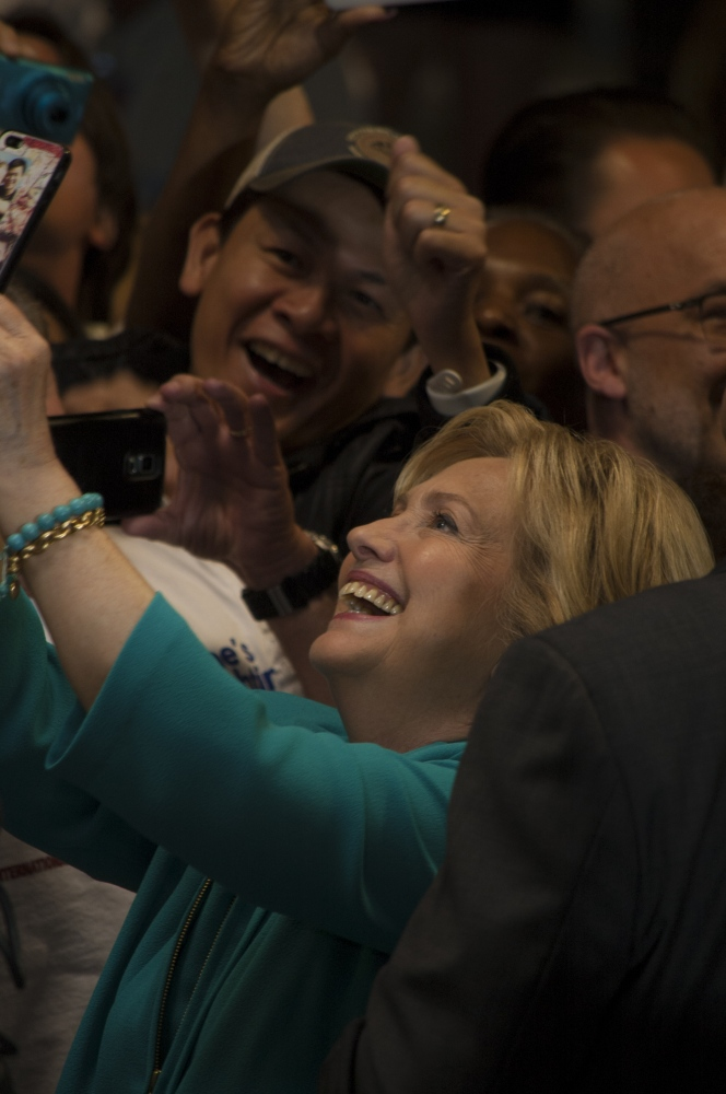 Art and Documentary Photography - Loading 23_HILLARY_LOVES_HER_FANS.jpg
