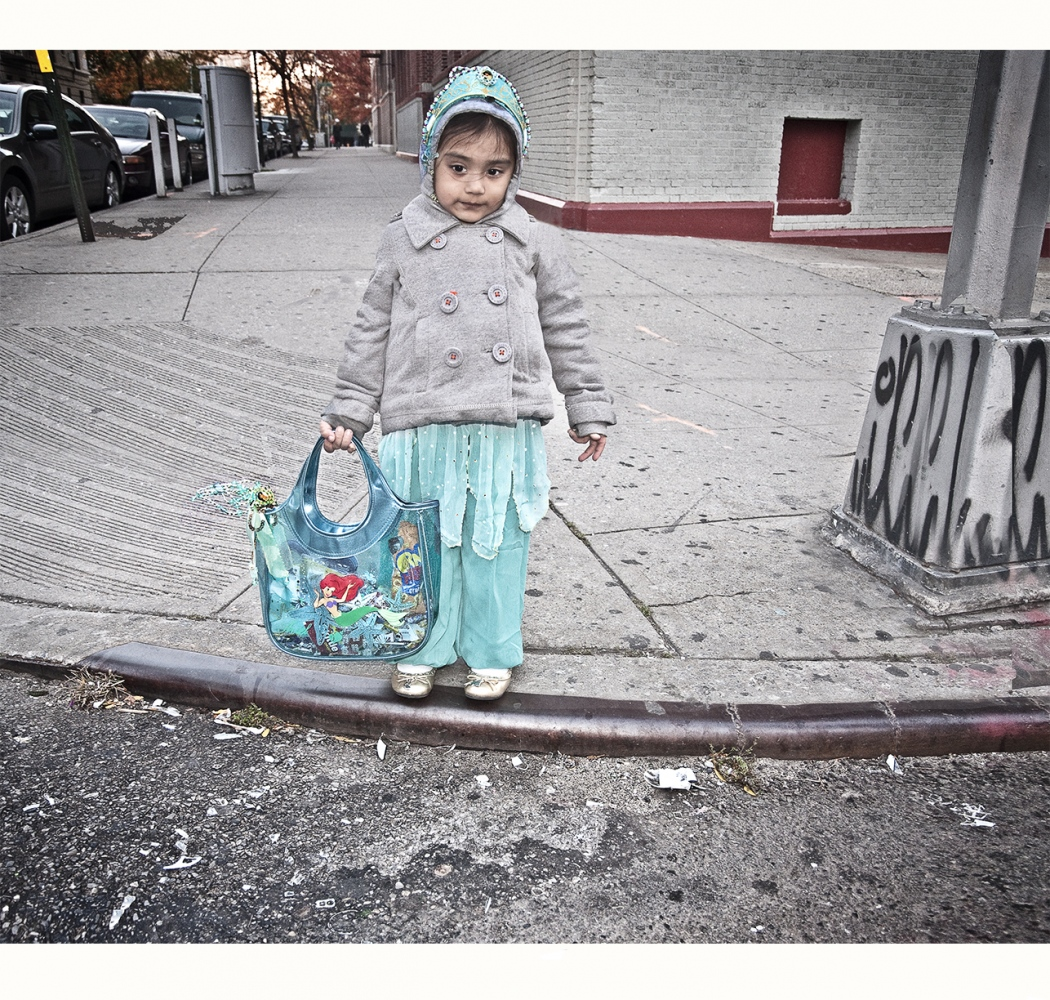 Art and Documentary Photography - Loading bx_turq_hal_face.jpg