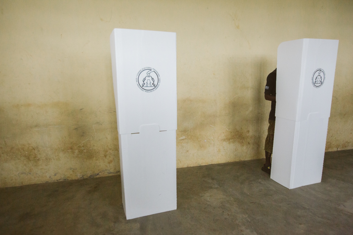 Art and Documentary Photography - Loading selection_elections_jeremie_et_bonbon-13.jpg