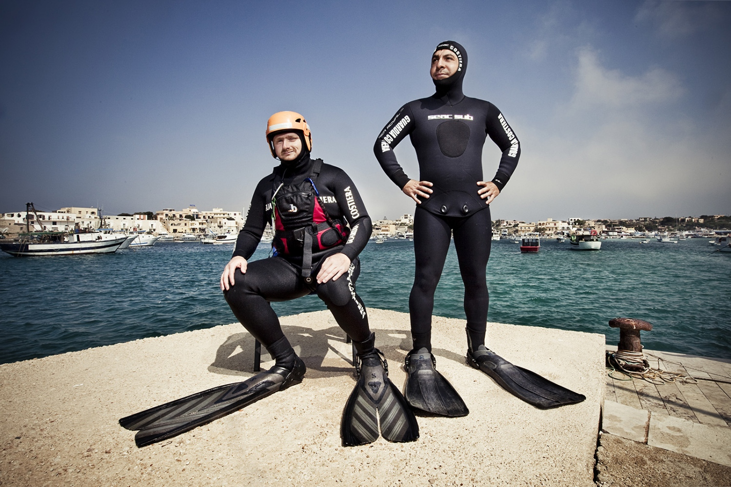 Divers who rescued immigrants after the massive inmigration in Lampedusa, 2011