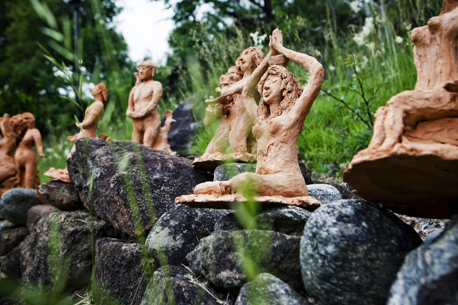 Clay statues that rapresent some of the Damanurian spiritual beliefs