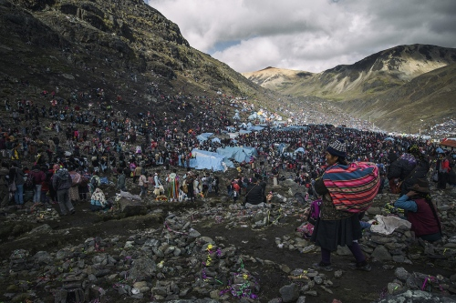 The Quyllur Rit'i festival attracts a huge number of people from the surrounding regions, it joins together indigenous population of the Andes celebrating the stars with catholic people praying for Christ.