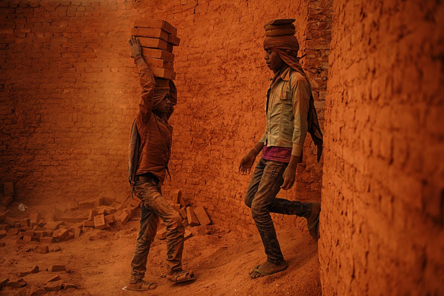 Art and Documentary Photography - Loading IMAGE02.jpg