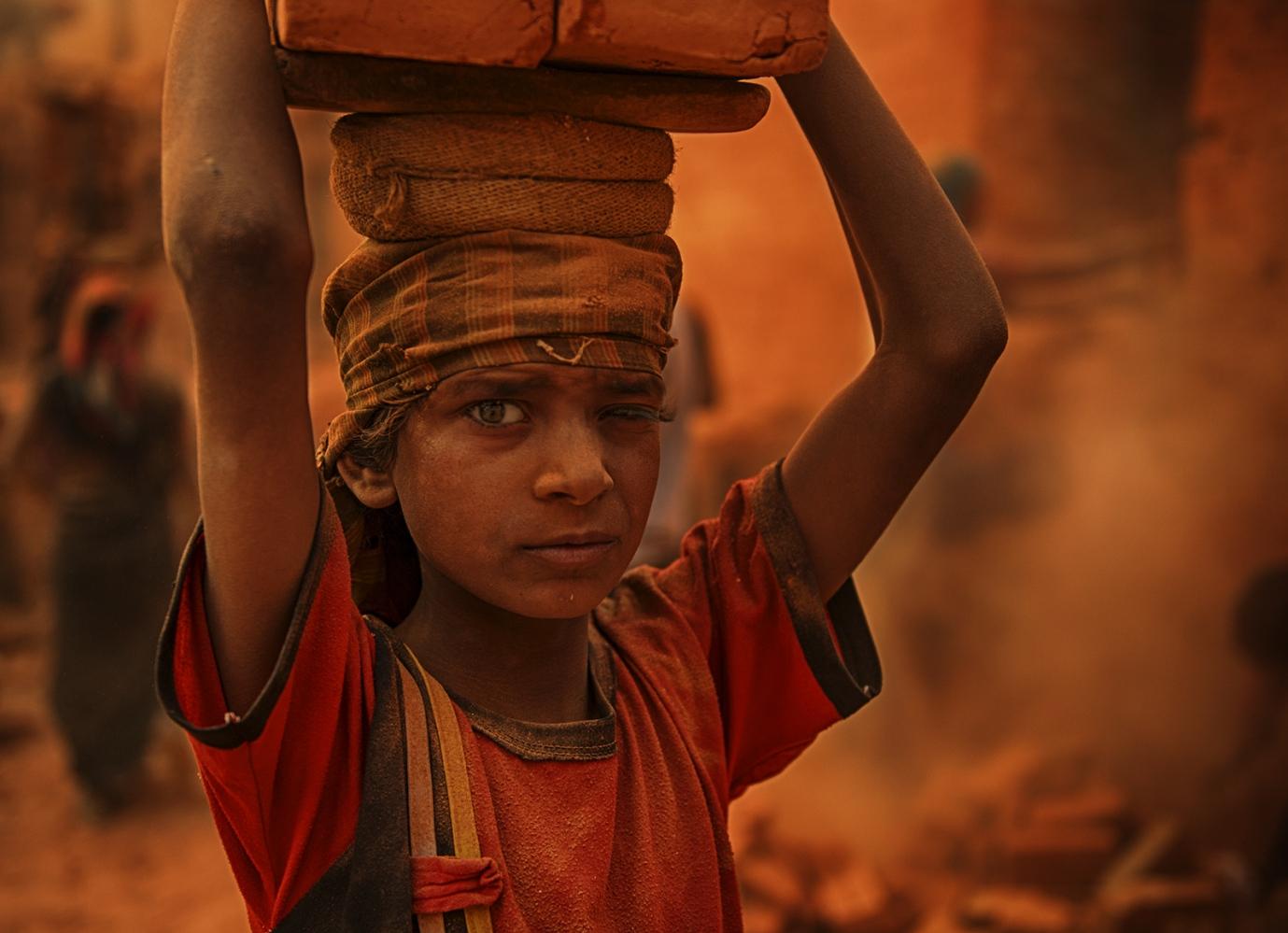 Art and Documentary Photography - Loading IMAGE03.jpg