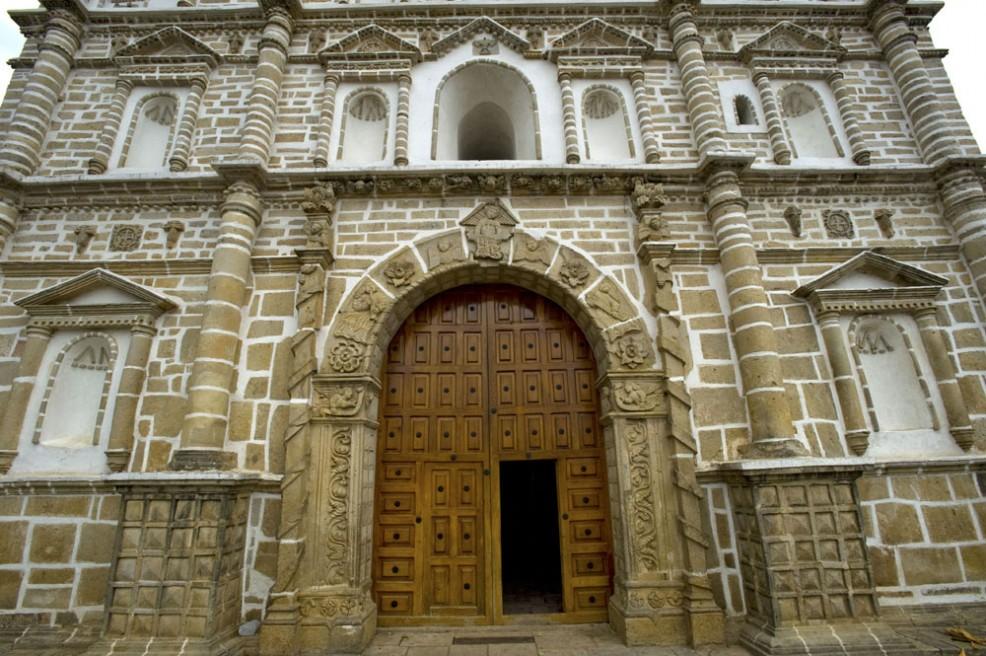Art and Documentary Photography - Loading Atrio Iglesia 1.jpg