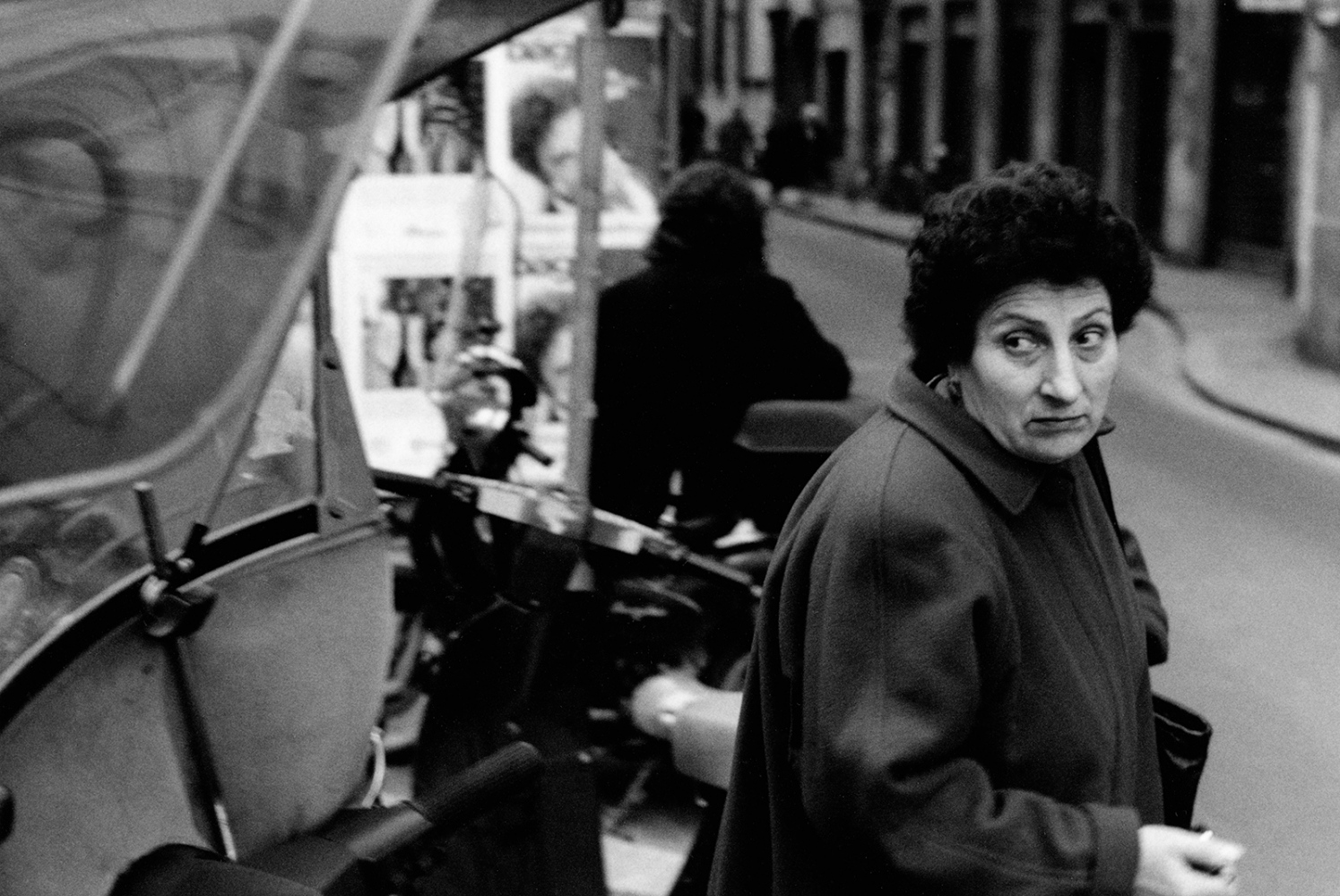 Art and Documentary Photography - Loading womanlookingright.jpg
