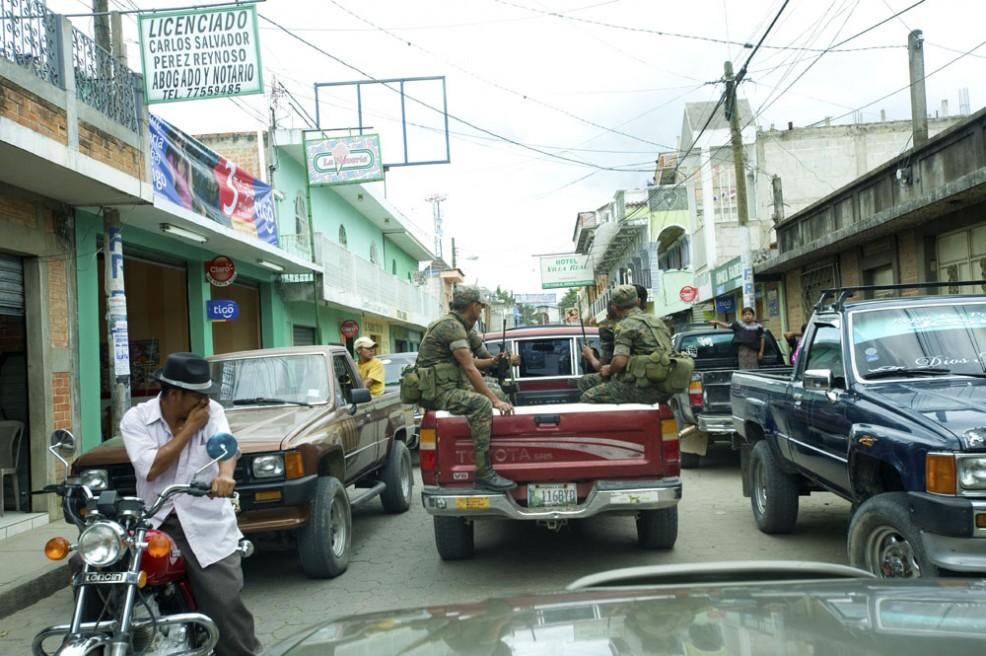 Art and Documentary Photography - Loading Presencia Militar en Joyabaj.jpg