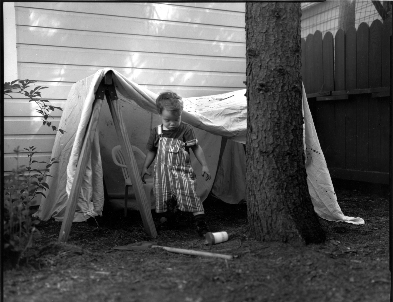 Art and Documentary Photography - Loading boy_tent.jpg