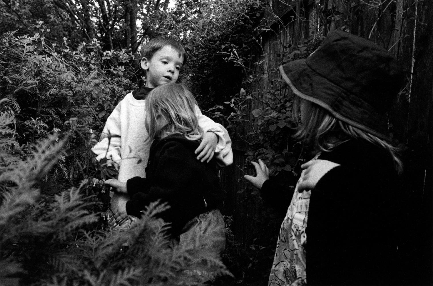 Art and Documentary Photography - Loading boyarmaroundaless.jpg