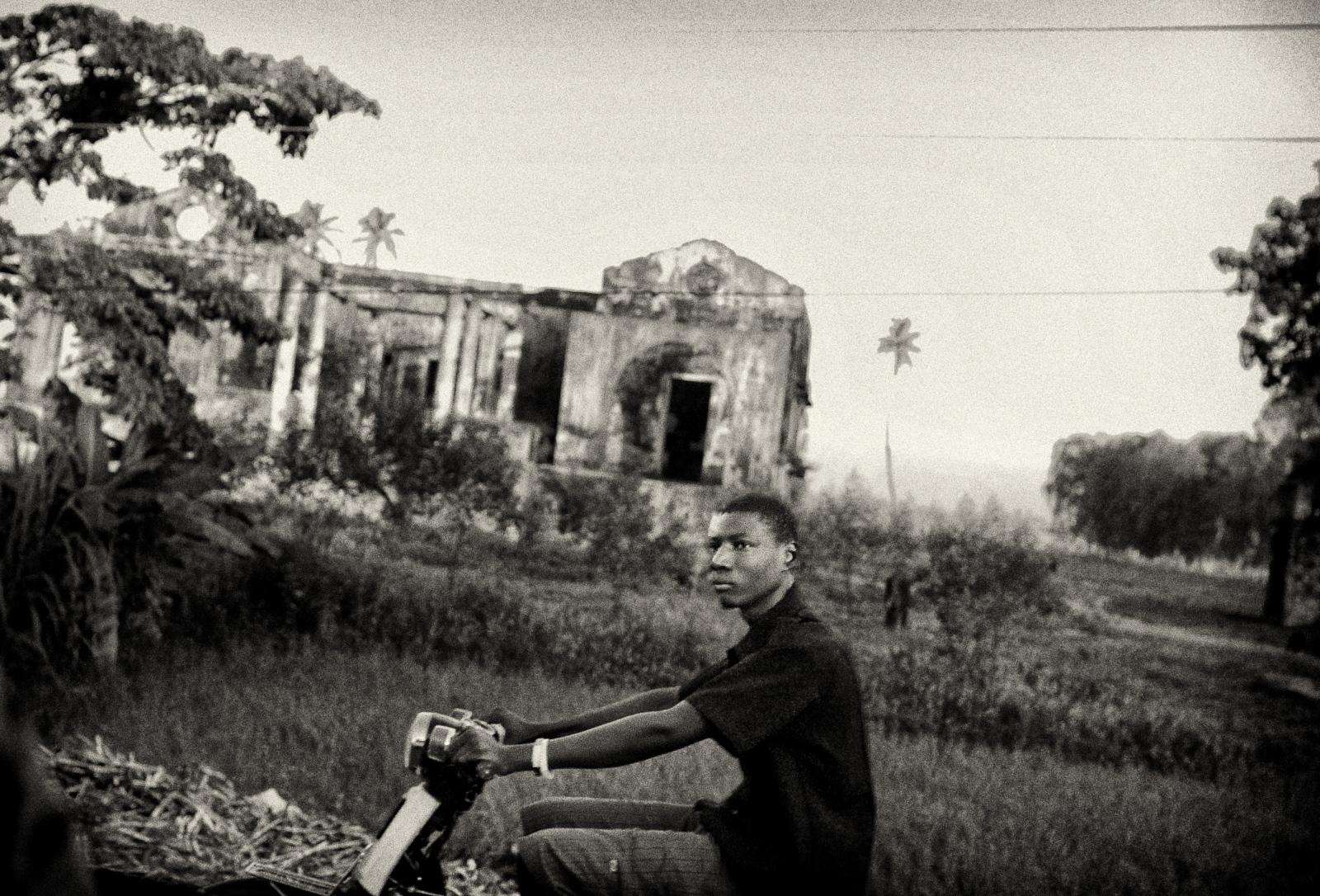 Art and Documentary Photography - Loading P1040152.jpg