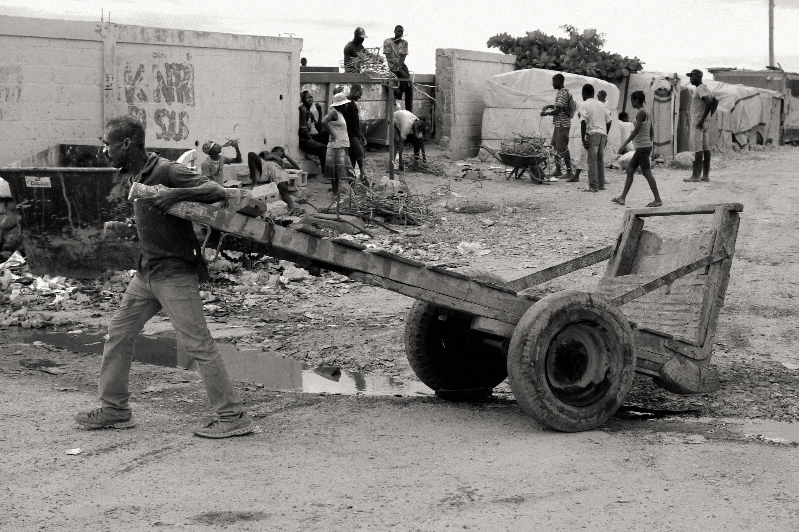 Art and Documentary Photography - Loading P1050111.jpg