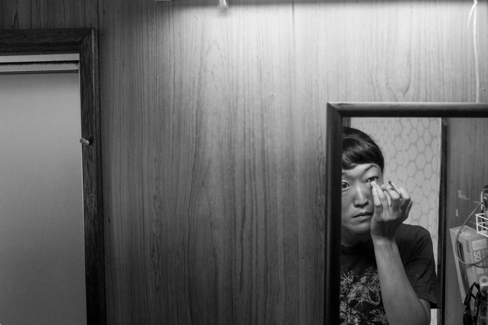 Ijikacho, Toba, Aiko Ohno puts make up inside her house.