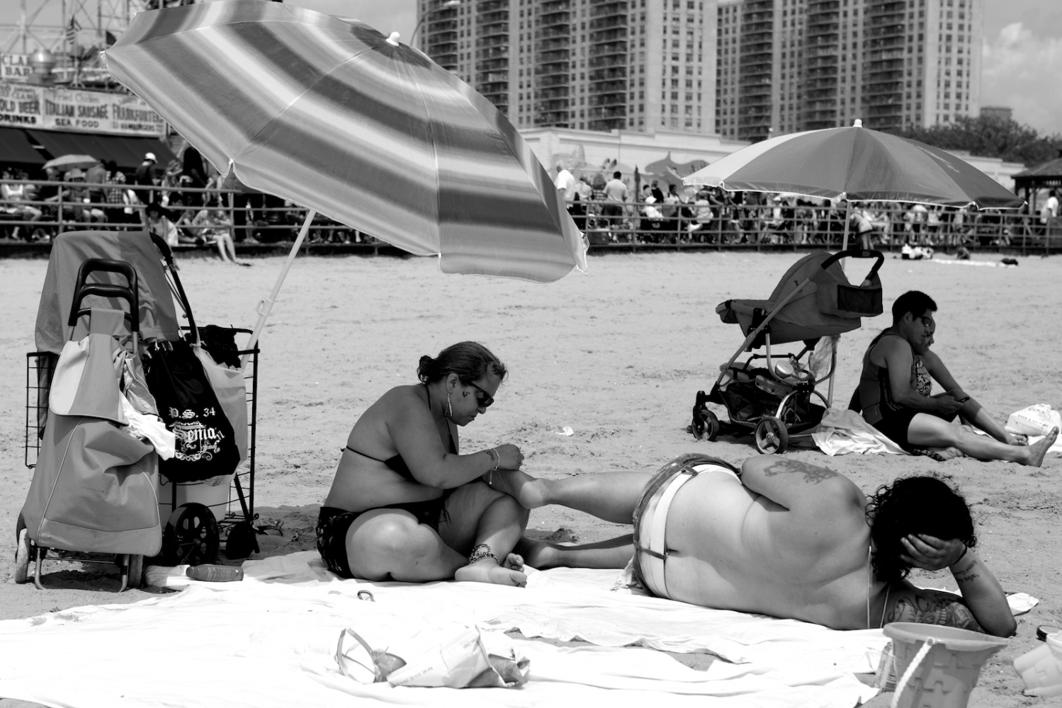 Art and Documentary Photography - Loading lyne_coney_island_revisited8.jpg