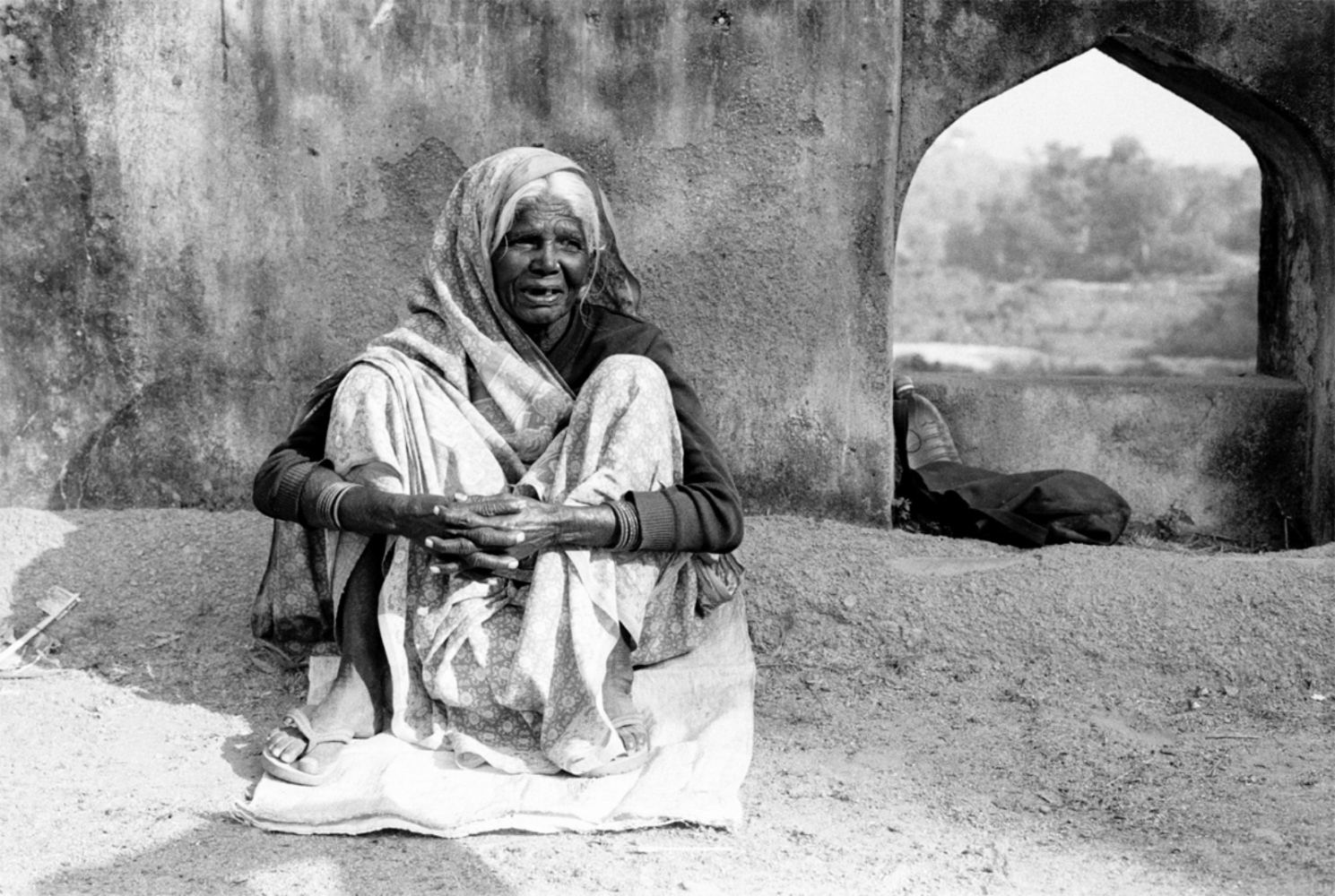 Lady by Arch, Okhra, India, Novermber 2003