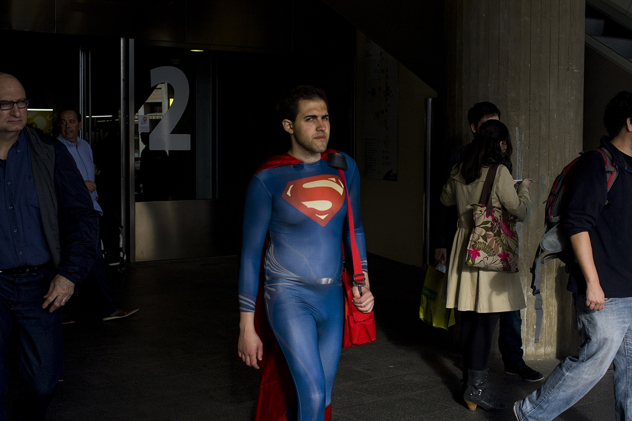 Superman with a red bag. Bacerlona. 2016
