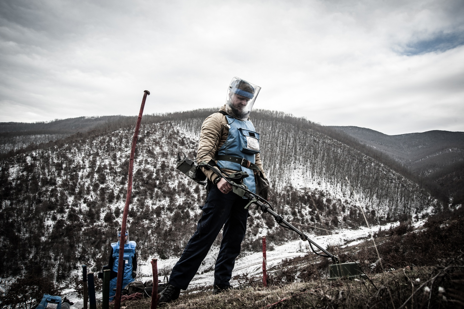 A man works in a minefield near the village of Balince. December 2016.