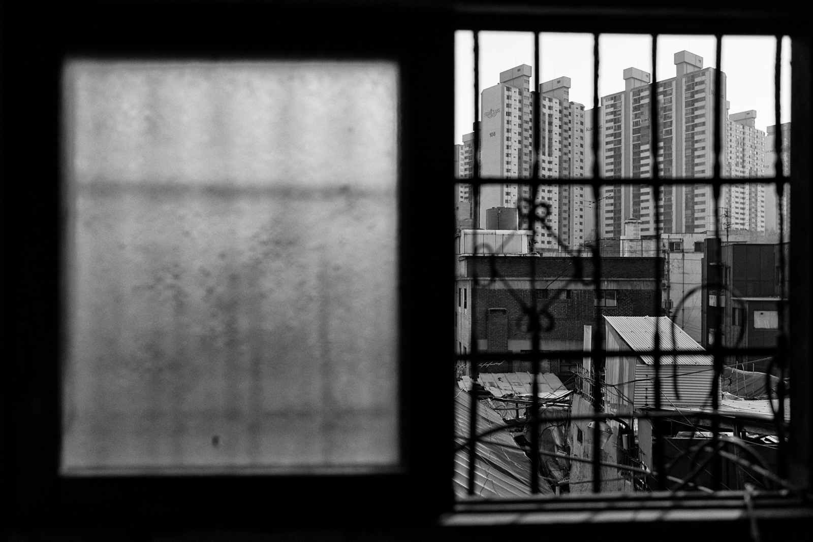 A view from an abandoned house in Muak-dong, Mar. 28, 2016, Seoul, South Korea. Seoul, South Korea.