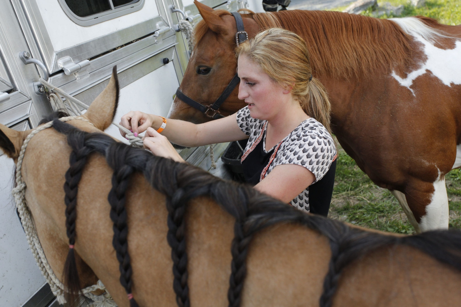 Taylor Young checking Tsunami's braids at the Malibu Rodeo in Milford, Pennsylvania.(Kevin C. Downs/Agence Cosmos)