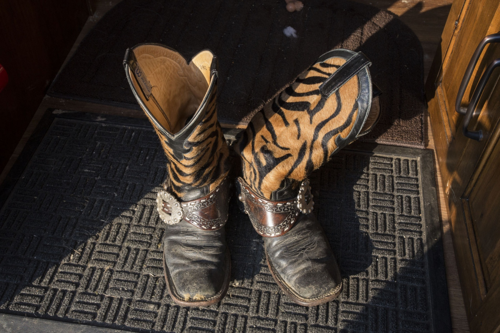 Taylor Young's cowboy boots in the doorway of her caravan at the Malibu Rodeo in Milford, Pennsylvania.(Kevin C. Downs/Agence Cosmos)