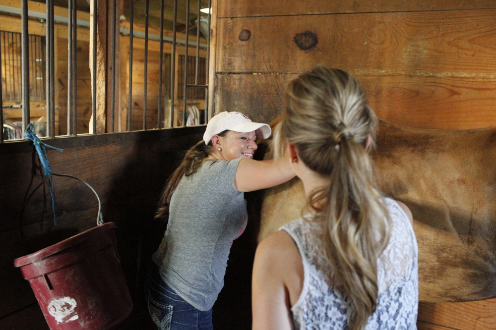 Devin Redding, with Victoria Jeddrie, at the stables where her horses are kept in North Carolina. August 21, 2015 (Kevin C. Downs/Agence Cosmos)