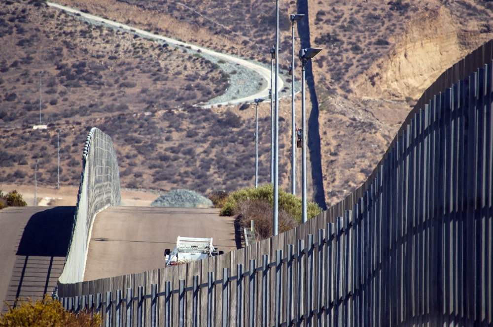 Photography image - Loading 002_The_CA_Border_Fence.jpg