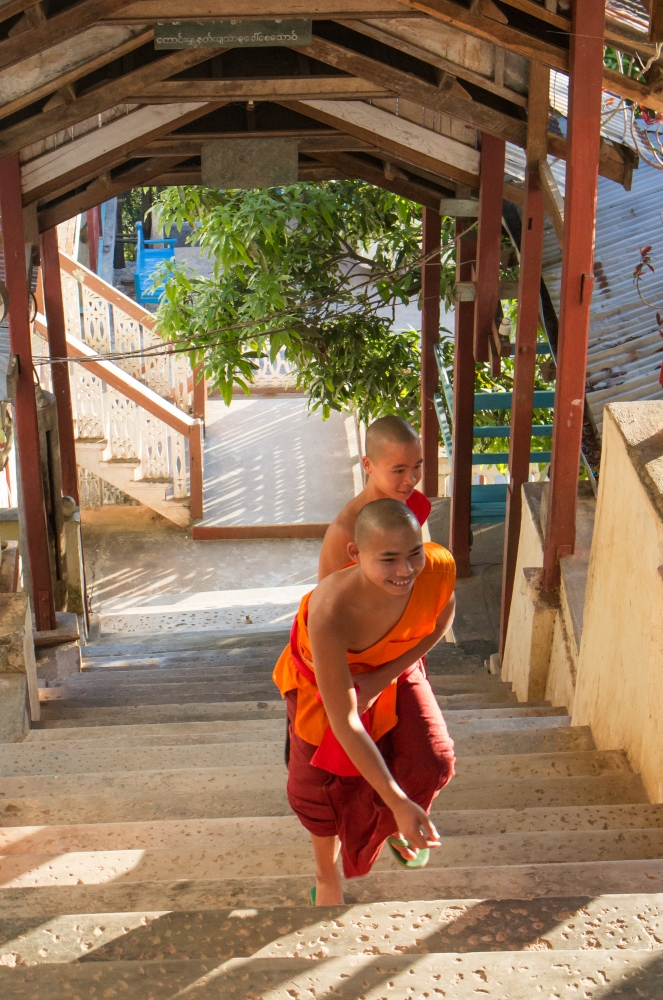 Art and Documentary Photography - Loading 201702_Myanmar_STischendorf_Forest_Monastry_4.jpg