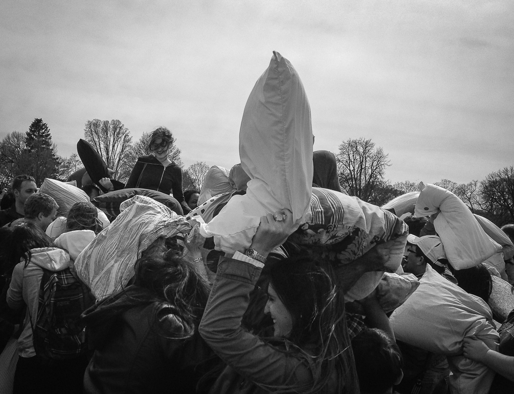 Art and Documentary Photography - Loading B-Susann_Tischendorf-Pillow_Fight_in_Spring.jpg