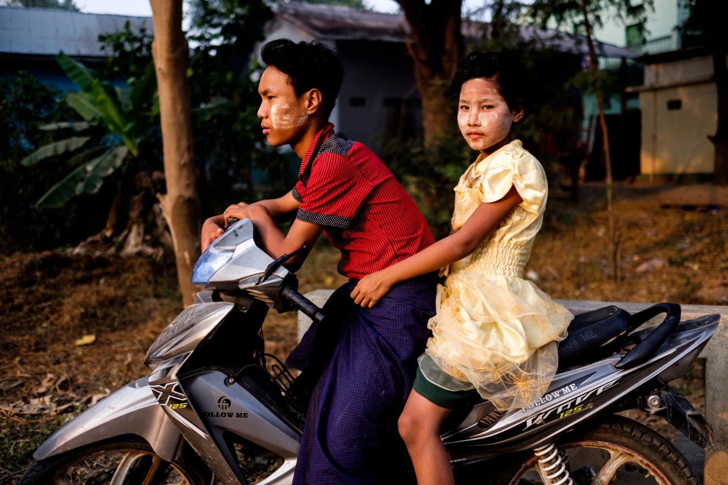 Art and Documentary Photography - Loading Myanmar-padlet-49.jpg