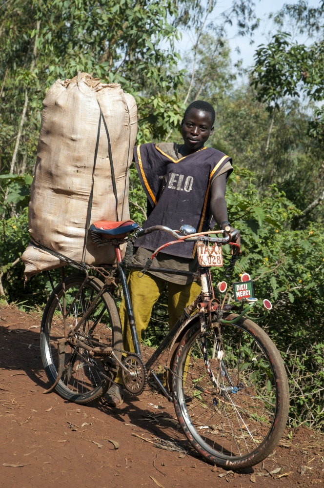 Art and Documentary Photography - Loading delivery__in_the_DRC.jpg