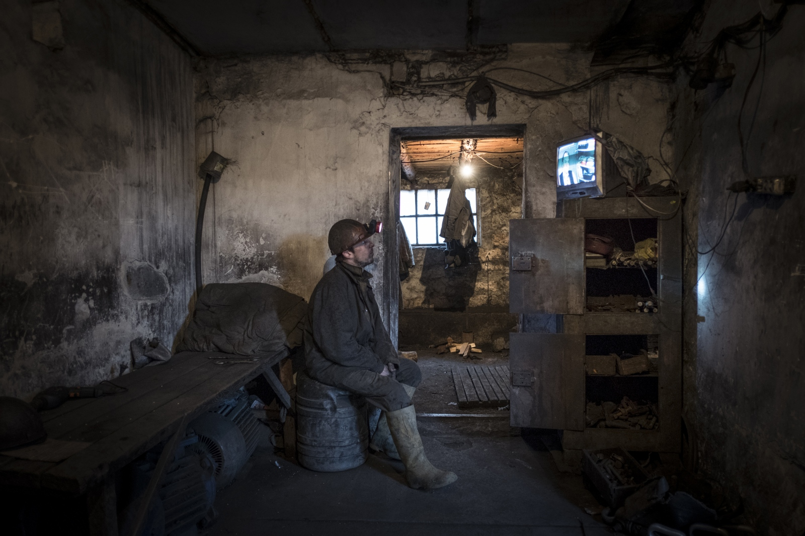 Art and Documentary Photography - Loading Donbass_stories_-_Evgeny_17.jpg